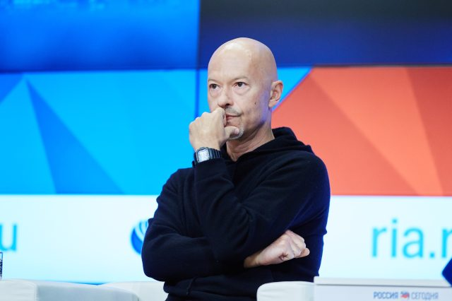 Selfie_Moscow_Press_Conference_Fedor Bondarchuk_2.jpg