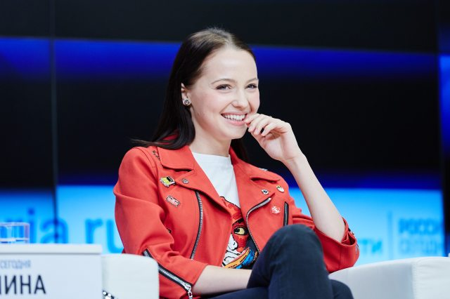 Selfie_Moscow_Press_Conference_Yulia Khlynina_3.jpg