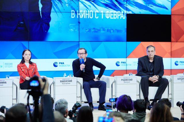 Selfie_Moscow_Press_Conference_Yulia Lhlynina,Konstantin Khabensky,Dmitry Rudovsky_1.jpg