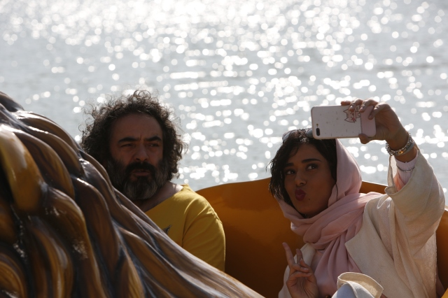 PIG-Still4-HasanMajuni_Parinaz_Izadyar_C_FilmsBoutique.jpg